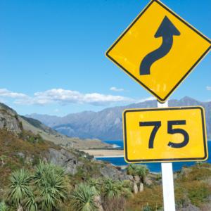 Familienauszeit Neuseeland - Strassenschild